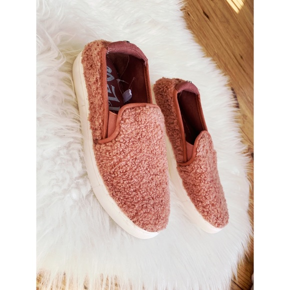 496d29c55cc nwt • pink sherpa teddy slip on sneakers NWT